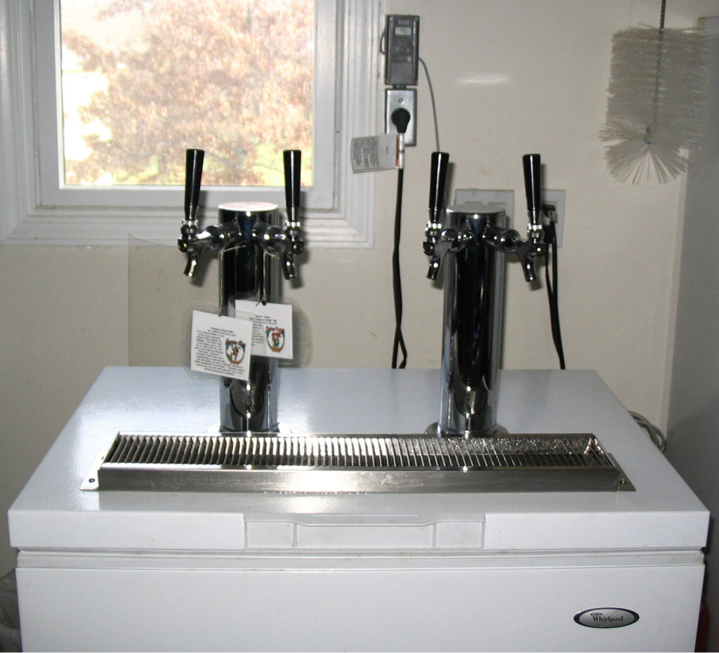Beer tap systems for home - Al Renee Typically Have Amber Tease Treasure Chest And Root Beer On Tap The Fourth Keg Check Al S Mood